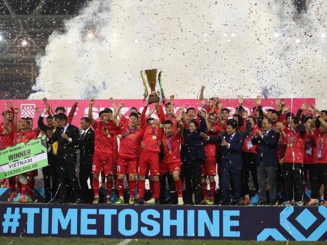 Ngã ngửa thứ hạng FIFA của ĐT Việt Nam: Vì sao vô địch AFF Cup vẫn thứ 100?