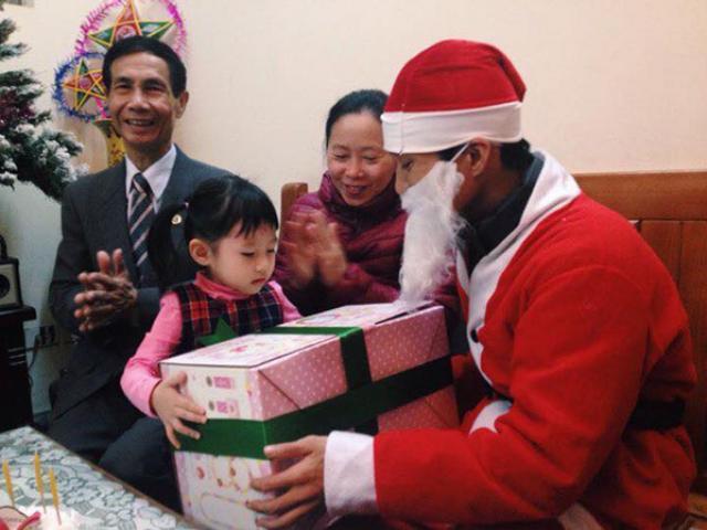 """""""Ông già Noel"""" kiếm được bao nhiêu tiền mùa Giáng sinh?"""