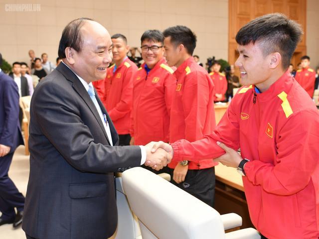 ĐT Việt Nam được trao Huân chương Lao động hạng Nhất, Quang Hải nhận thưởng đặc biệt