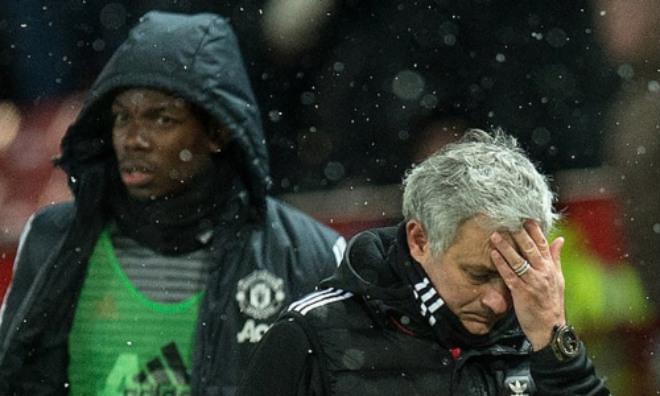 """MU sa thải Mourinho: Pogba ăn mừng quá khích, Carrick bức xúc """"dằn mặt"""" - 1"""