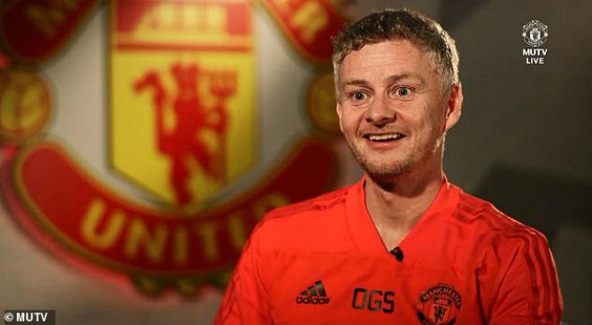 """Solskjaer """"gây sốt"""" ngày đầu ở MU: Hào khí Sir Alex, xua tan u ám Mourinho - 1"""