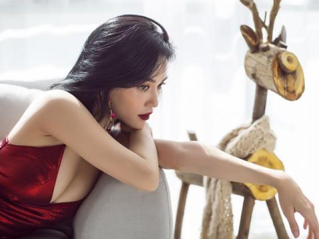 """Mặc sexy trong bộ ảnh Giáng sinh, Sĩ Thanh khiến fan """"chao đảo"""" vì quá gợi cảm"""