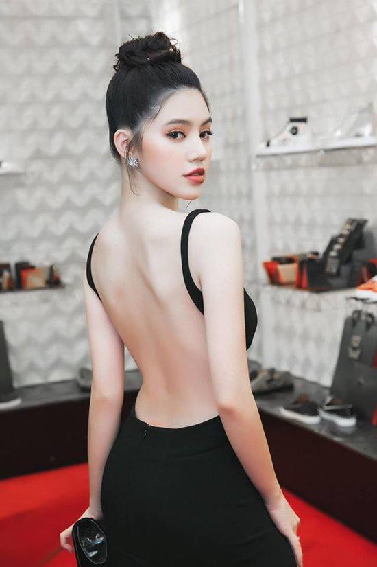 Hoa hậu 'con nhà giàu' Jolie Nguyễn có thân hình đẹp như tạc tượng nhờ đâu? - 1