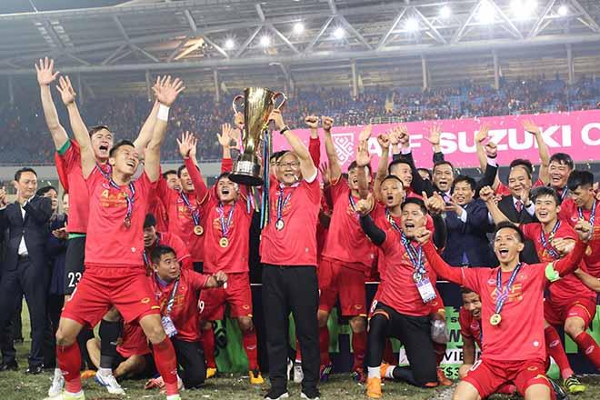 ĐT Việt Nam đấu CHDCND Triều Tiên: Fan Việt nô nức mừng tân vương Đông Nam Á - 1