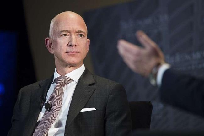Số liệu sốc về tiền kiếm được trong 60 giây của người giàu nhất hành tinh - 1