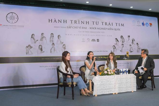 Người đẹp Nhân ái Thùy Tiên trổ tài đàn hát với sinh viên - 1