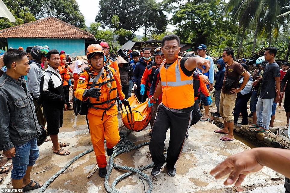 Sóng thần ở Indonesia: Số người thương vong lên đến gần 2.000 - 1