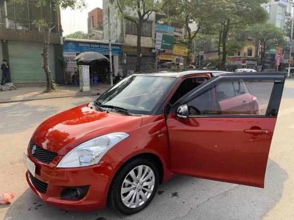 """Thuê ô tô tự lái Tết Dương: Giá tăng 40% vẫn """"cháy"""" xe - 1"""