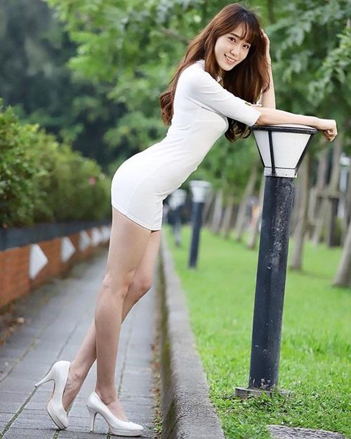 Nữ y tá xinh đẹp, chân dài miên man gây sốt mạng - 1