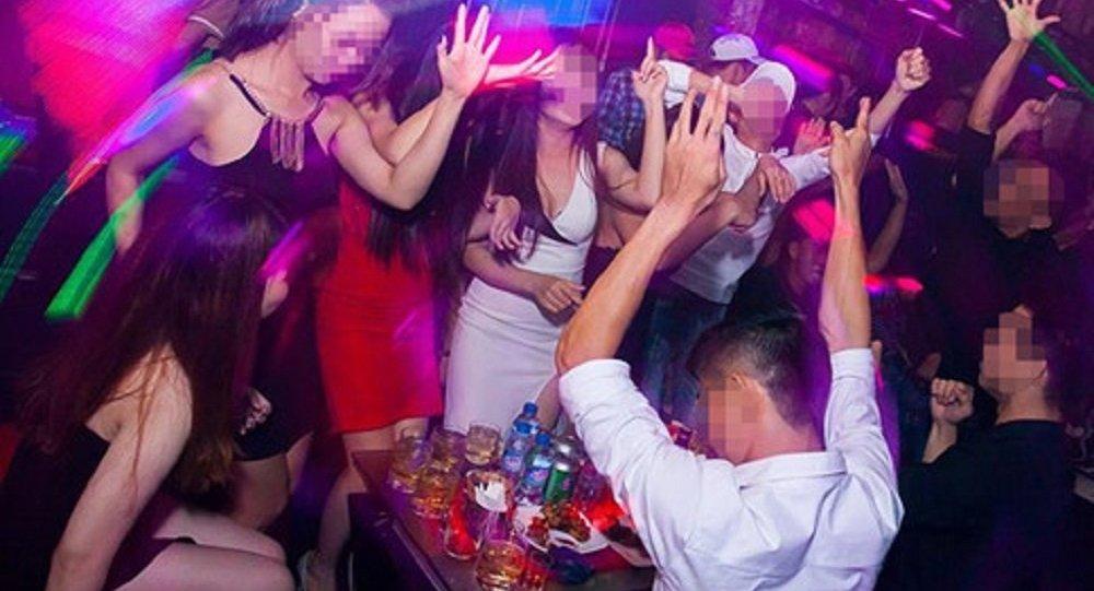 Thanh niên vào bar ăn nhậu tẹt ga và ký nợ hơn 1 tỷ - 1