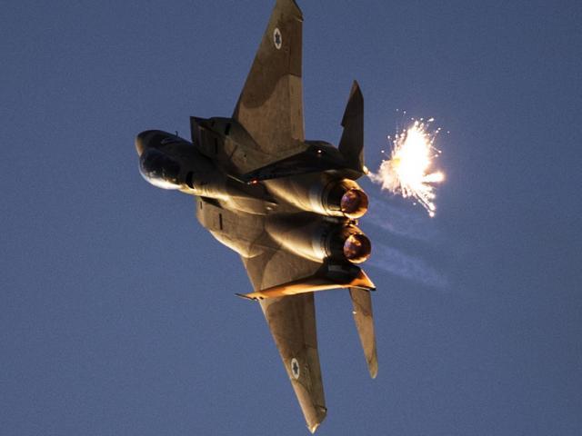 Bị máy bay Israel dội mưa tên lửa, Syria khai hỏa tên lửa phòng không
