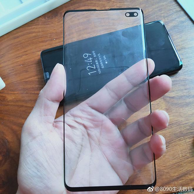 """Rò rỉ màn hình Galaxy S10 Plus có """"cằm"""" nhỏ siêu dễ thương - 1"""