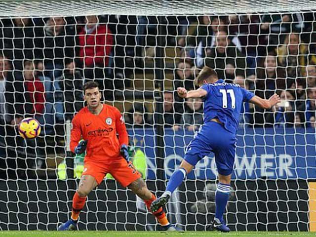 Leicester City - Man City: Ngược dòng địa chấn, thẻ đỏ định đoạt