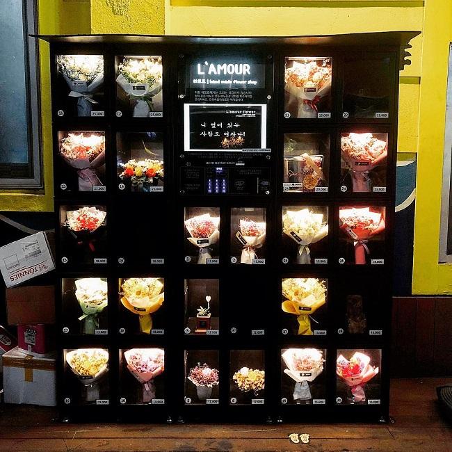 Thậm chí là hoa tươi cũng có bán trong máy bán hàng tự động.