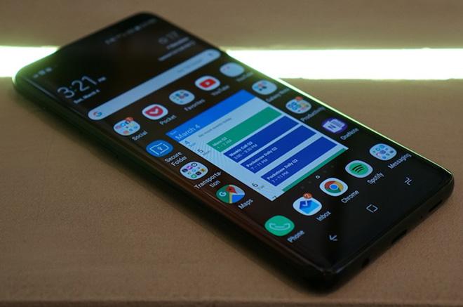 HOT: Video đầu tiên về Galaxy S10+ xuất hiện, tiết lộ nhiều bất ngờ - 1