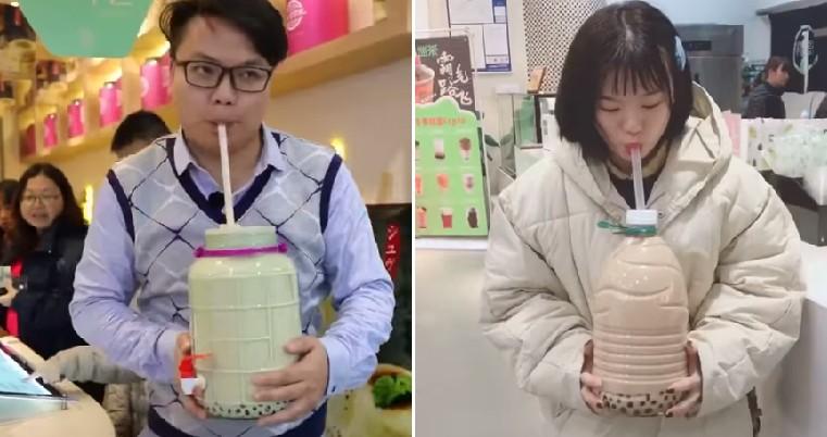 Sốc với trào lưu uống trà sữa bằng can - 1