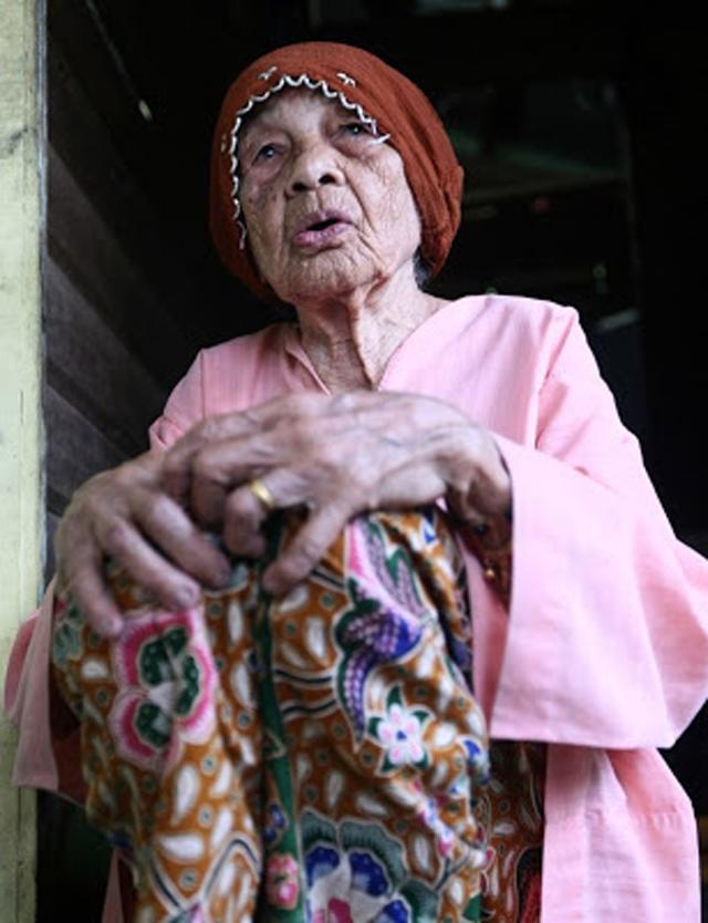 Cụ bà 109 tuổi vẫn lấy chồng thứ 23 ít hơn tới 70 tuổi - 1