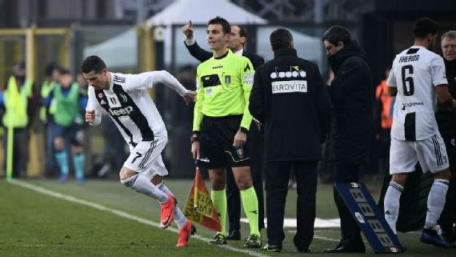 Ronaldo tỏa sáng từ ghế dự bị, trọng tài ưu ái, Juventus vẫn buồn le lói - 1