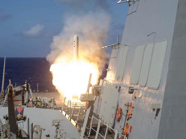 """Mỹ """"rải"""" ngàn tên lửa hành trình Tomahawk vây quanh Nga"""