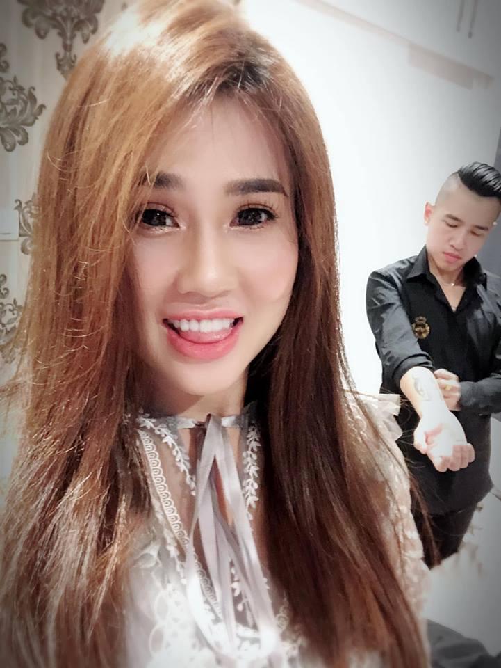 Tiêu Quang Vboys mua lô đất làm quà sinh nhật tặng vợ là chị gái Ngọc Trinh - 1