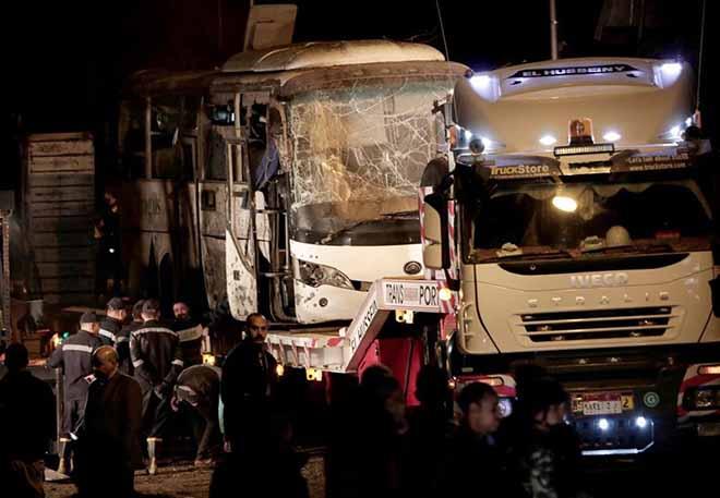 Nóng 24h qua: Xe chở du khách bị đánh bom ở Ai Cập, 3 người Việt tử vong - 1