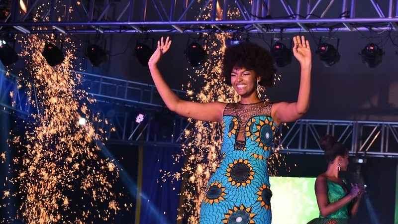 Hoa hậu châu Phi bốc cháy khi đăng quang - 1