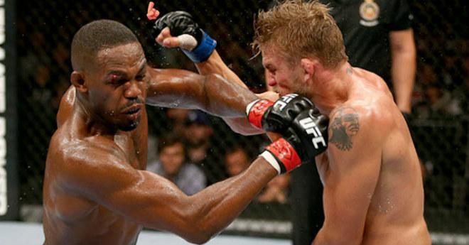 """Rực lửa UFC: """"Người máy"""" đổ gục sau 51 giây, """"Quỷ vương"""" tung đòn búa tạ - 1"""