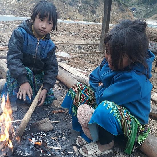 Ảnh: Người vùng cao Sơn La co ro trong giá rét khủng khiếp - 1