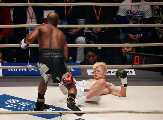 """Kiếm tiền như Mayweather: """"Vui đùa"""" boxing 2 phút đút túi 200 tỷ đồng - 1"""