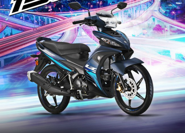 Ở Việt Nam hiện nay đã không còn dòng xe côn tay Yamaha Exciter 135 mới nữa, thay vào đó là Yamaha Exciter 150. Nhưng không giống với Việt Nam, tại Malaysia, Exciter 135 hay còn gọi là Jupiter MX 135 vẫn đang rất thịnh hành. Mới đây nhà sản xuất xe hai bánh đến từ xứ phù tang tiếp tục tung ra thị trường Malaysia Jupiter MX 135 đời 2020 với nhiều màu tùy chọn, vừa trẻ trung, hiện đại lại mạnh mẽ, thể thao.
