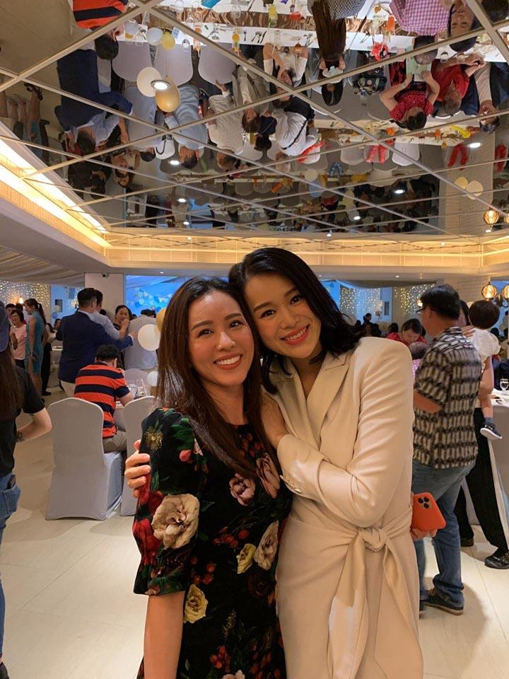 Thu Hoài sang Hong Kong dự tiệc 100 ngày tuổi của quý tử sao TVB Hồ Hạnh Nhi - 1