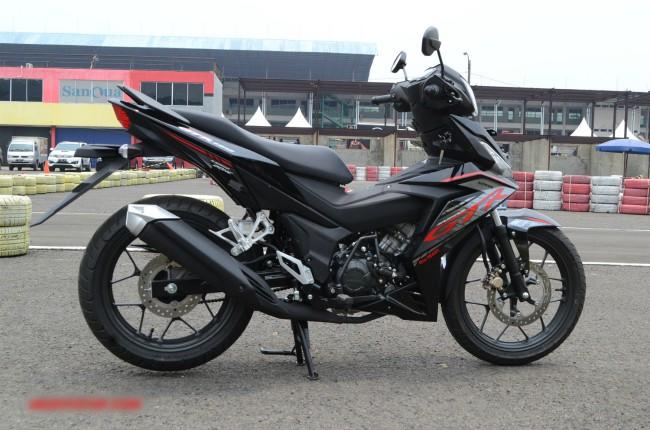 Về động cơ thì 2020 Honda Supra GRT150 không có thay đổi. Xe vẫn kế thừa bộ động cơ DOHC 4-valve, dung tích 150cc, đi kèm với hộp số 6 cấp. Động cơ xe đạt công suất đầu ra tối đa 12 kW tại 9.000 vòng/phút.