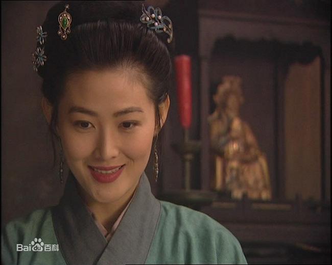 """Vai diễn trong phim """"Phan Kim Liên - thời xưa và nay"""" tuy không nổi bật trong sự nghiệp của Vương TổHiền nhưng vẫn được khán giả nhớ tới."""