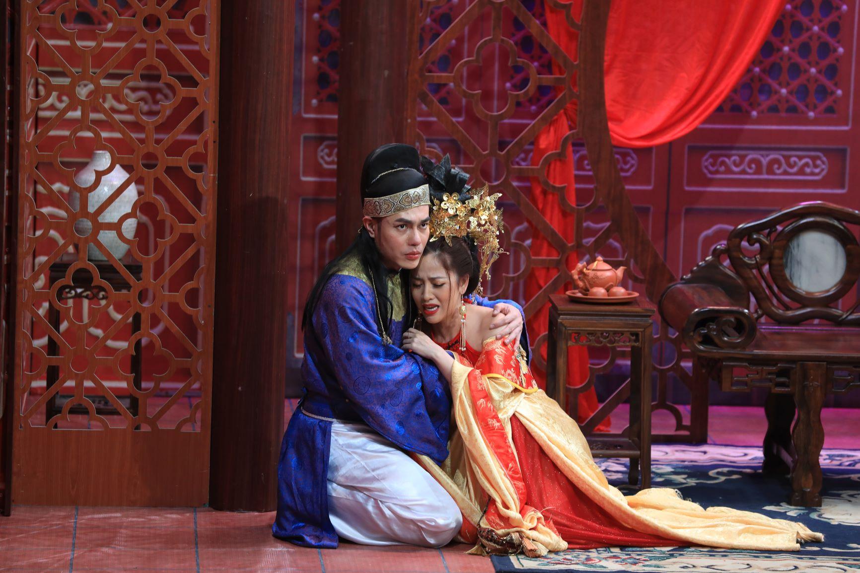 Nam diễn viên khóc xin lỗi Hari Won lại gây sốc với màn hôn đồng giới - 1