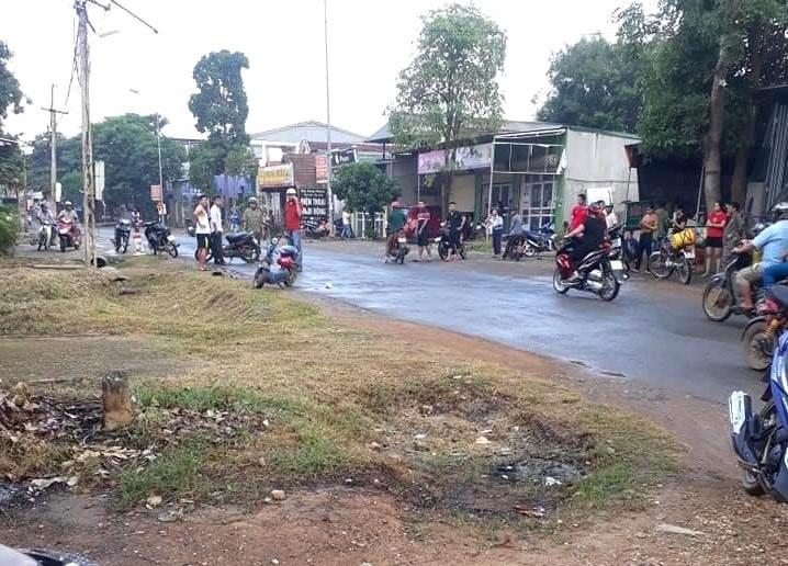 Truy đuổi người đàn ông đi xe đạp điện, dùng búa đánh tử vong giữa đường - 1