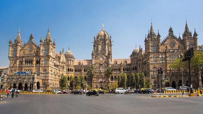 Chhatrapati Shivaji Terminus, Mumbai: Một di sản thế giới của UNESCO, kiệt tác kiến trúc này là ga đường sắt chính của Mumbai. Được xây dựng vào năm 1888, đây được coi là một ví dụ hoàn hảo về kiến trúc Phục hưng Victoria.