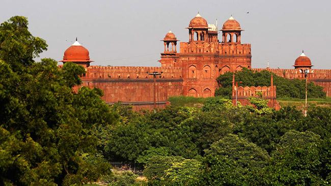 Pháo đài đỏ, New Delhi: Cũng là một di sản thế giới của UNESCO, Pháo đài đỏ của New Delhi từng là nơi ở của các hoàng đế triều đại Mughal trong gần 200 năm.