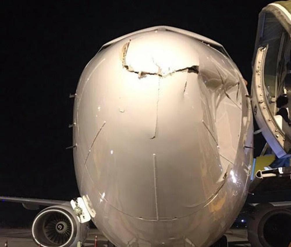 Nơm nớp lo mất an toàn bay vì flycam bủa vây sân bay - 1