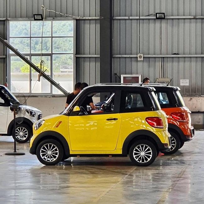 Mới đây, cư dân mạng chia sẻ hình ảnh về những chiếc ô tôloại nhỏ được cho là chỉ có giá 75 triệu đồng. Mức giá thấp của dòng xe nàykhiến nhiều người quan tâm.