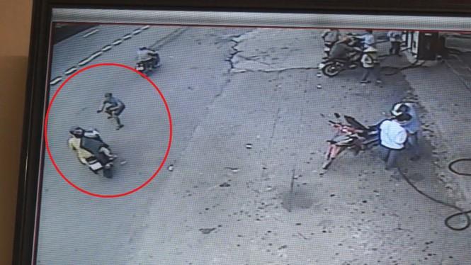 Lao ra đường bắt cướp, nam thanh niên bị đâm trọng thương - 1