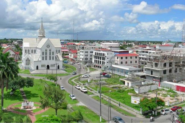 Guyana là quốc gia nằm ở ChâuMỹ. Đây là một trong những quốc gia nghèo nhất khu vực Nam Mỹvới dân số chưa đến 1 triệu người.