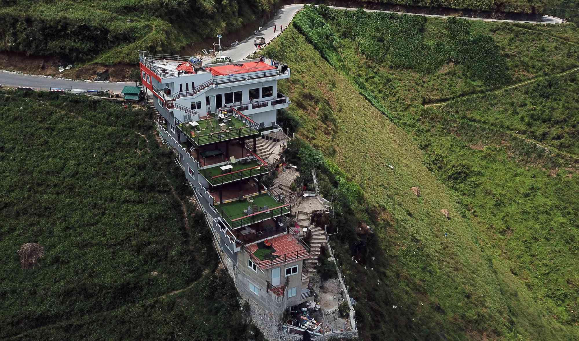 Đề xuất phá dỡ 7 tầng nổi công trình Panorama sai phạm ở đèo Mã Pí Lèng - 1