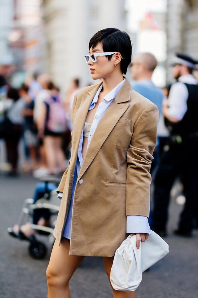 """Châu Bùi, Khánh Linh tại Fashion Week: Mặc """"chất"""" hơn cả siêu sao - 10"""
