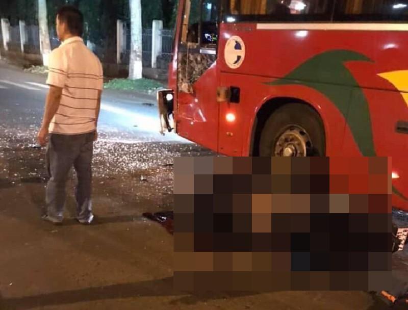 2 công an nghĩa vụ thương vong sau va chạm với xe khách - 1