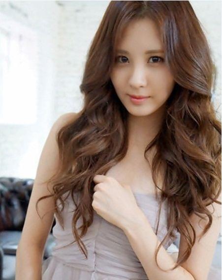 20 Kiểu tóc xoăn ngắn đẹp phù hợp với mọi khuôn mặt bạn gái - 10