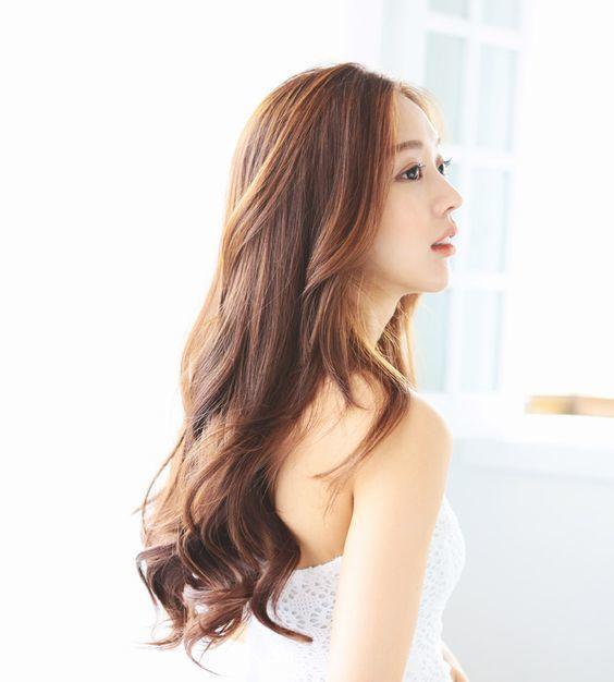 20 Kiểu tóc xoăn ngắn đẹp phù hợp với mọi khuôn mặt bạn gái - 9