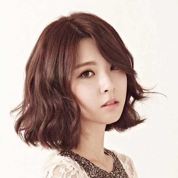 20 Kiểu tóc xoăn ngắn đẹp phù hợp với mọi khuôn mặt bạn gái - 13