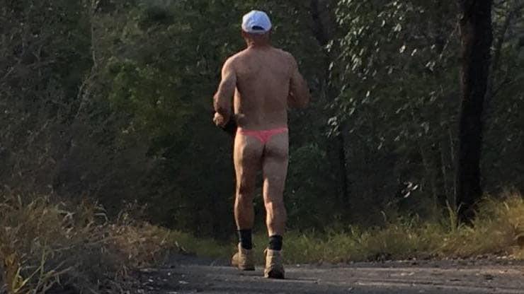 Gã đàn ông chạy bộ kỳ quái ở Úc - 1