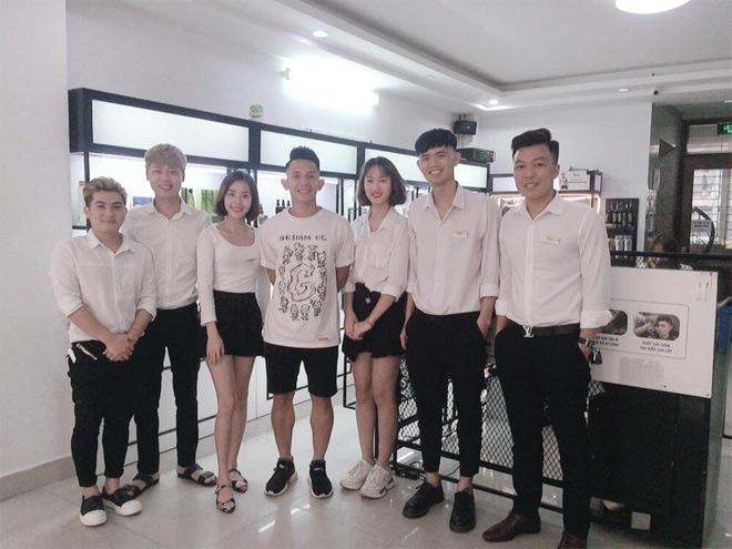 Tiệm tóc ruột của các cầu thủ U23 Việt Nam hoá ra đặc biệt như thế này đây - 1