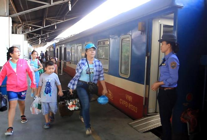Ga Sài Gòn bán 5.000 vé tàu giảm nửa giá dịp cuối năm - 1